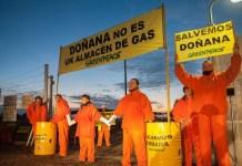 Activistas de Greenpeace paralizan las obras de Gas Natural Fenosa en Doñana por sus daños a este Espacio Protegido ©Greenpeace/ Mario Gómez