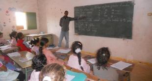 Niños saharauis en una clase de español.