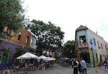 Adriana Bianco: calle Caminito, barrio Boca, Buenos Aires