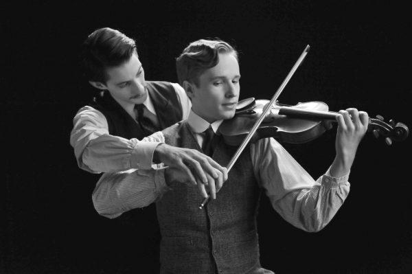 Adrien y Frantz en una escena de la película de François Ozon