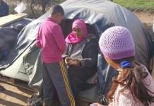 Personas refugiadas frente al CETI de Melilla en un campamento improvisado © Amnistía Internacional