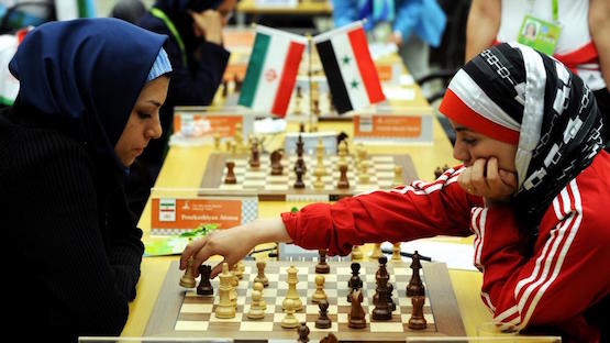 Partida entre una jugadora siria y otra iraní.