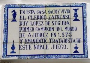 Placa a Ruy Lope de Segura en Zafra