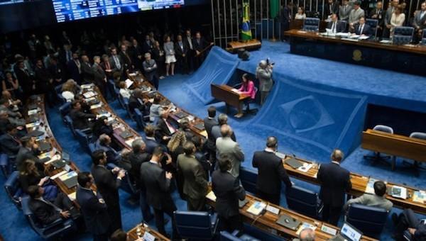 En Brasil, 24 de los 81 senadores están involucrados en el escándalo de corrupción y en las denuncias de autoridades de la constructora Odebrecht, en las que figuran ocho ministros, 24 senadores, 39 diputados y 12 gobernadores de estado, entre los que hay políticos de los principales partidos. Crédito: Lula Marques / AGPT