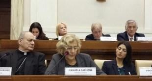 Manuela Carmena en la cumbre de alcaldes convocada por el papa Francisco para debatir sobre el problema de los refugiados