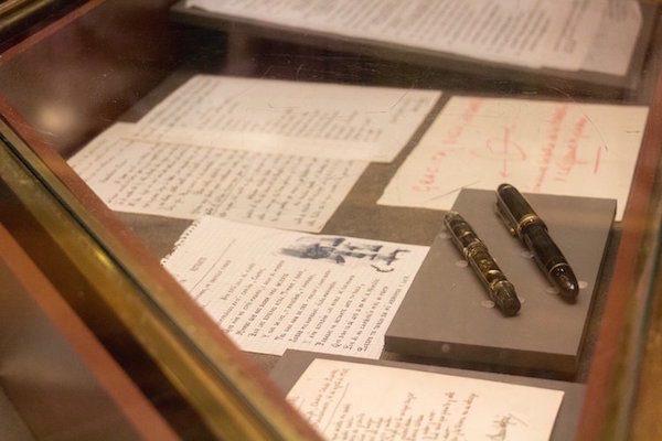 RAE: Plumas usadas por Camilo José Cela para escribir algunas de sus obras.