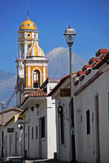 Volcán de Colima visto desde uno de los pueblos mágicos