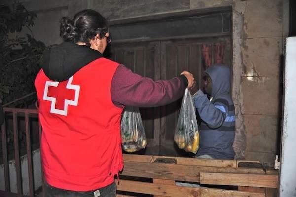 Unidades de Emergencia Social de Cruz Roja intervienen en 34 provincias españolas en ayuda de los sin techo por la ola de frío