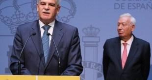 Alfonso Dastis toma posesión como ministro de Asuntos Exteriores de España en presencia de su antecesor García Margallo