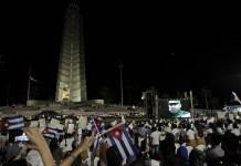 Cientos de miles de cubanos participaron la noche del martes 29, en la Plaza de la Revolución de La Habana, en el gran acto oficial de las honras fúnebres a Fidel Castro, en cuyo homenaje participaron gobernantes de países de todos los continentes. Foto: Jorge Luis Baños