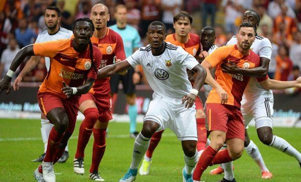 El Galatasaray lucirá este año una camiseta ajedrezada como la que disputó ante el Ostersunds.