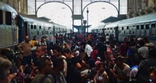 Migrantes y refugiados abarrotaron la estación de tren de Keleti en Budapest, la mayor de Hungría, en su intención de viajar hasta Alemania. Foto: ÁNDES/AFP