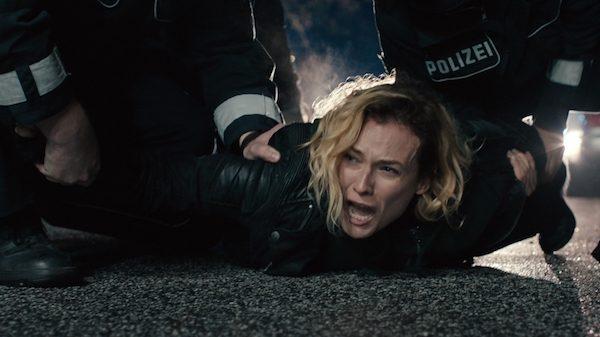in-the-fade-escena-policia