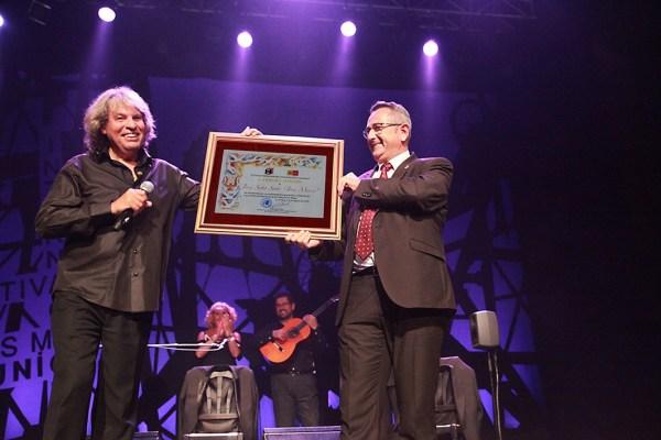 José Mercé recibe el Carburo de Oro en reconocimiento a sus muchas presencias en festivales de La Unión