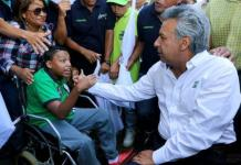 Lenin Moreno en un encuentro con discapacitados durante su campaña electoral