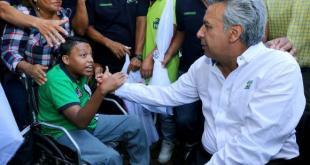 Lenín Moreno asume con compromiso social la presidencia de Ecuador