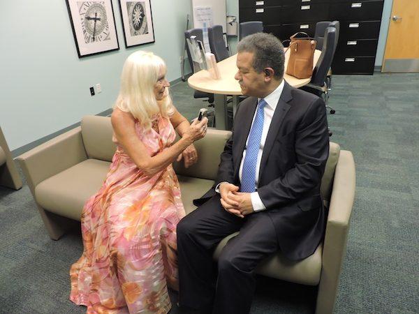 Leonel Fernández en un momento de la entrevista con Adriana Bianco