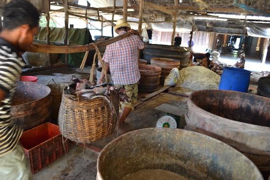 Un mercado camboyano en la provincia noroccidental de Battambang. Como país menos adelantado, Camboya exporta productos libres de aranceles a la Unión Europea. Crédito: Michelle Tolson/IPS