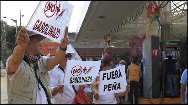 """Las protestas por el """"gasolinazo"""" arrecian en todo el país."""