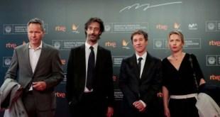 """Bertrand Bonello y los actores de """"Nocturama"""" en Donostia 66. Foto Montse Castillo"""