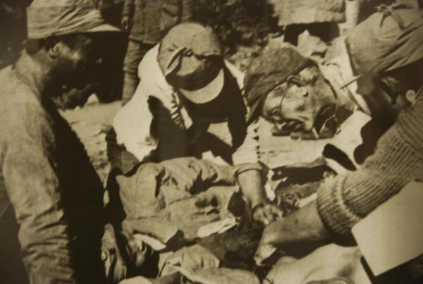Norman Bethune con tropas del Ejército Rojo en China