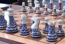 Piezas de cerámica del ajedrez fabricado por Arita