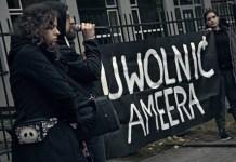 """Manifestantes en Varsovia protestan en solidaridad con Amir Aljawlany. En el cartel dice """"Liberen a Amir"""". Crédito: TV Kryzys"""
