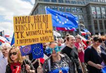 Manifestaciones contra el gobierno conservador de Polonia en abril de 2016