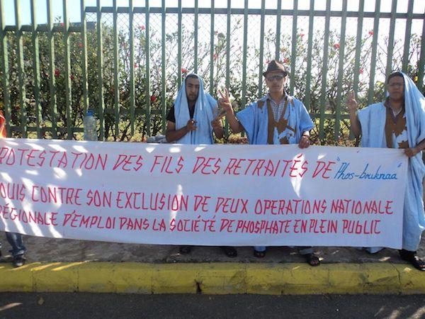 Protestas de hijos de empleados saharauis de la fábrica en El Aaiún.