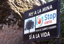 Pancartas y pintadas de protesta por el atentado medioambiental en el Campo Charro de Salamanca