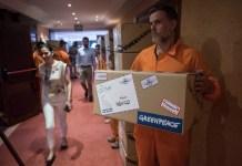 21/06/2016. Greenpeace entrega ocho millones de firmas por el Ártico a la Comisión Ospar reunida en Puerto de la Cruz, Tenerife. © Pedro Armestre