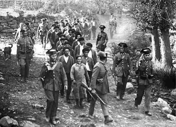 La Guardia Civil conduce personas detenidas en el periodo revolucionario