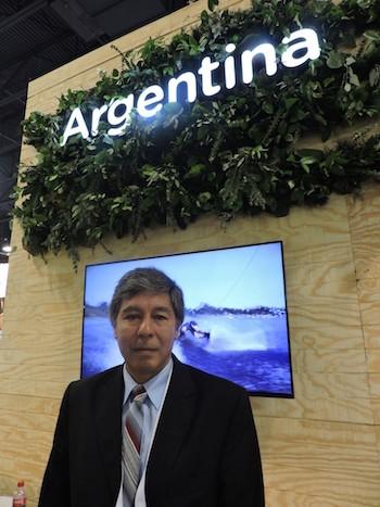Nestor Lagrana en el pabellón de Argentina en Seatrade Cruise Global