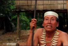Salomon Dunu, un hombre matsés que sobrevivió al trauma del primer contacto, relató a un investigador de Survival la amenaza que supone la exploración de hidrocarburos para su pueblo. Más de cuatro millones de personas visualizaron el vídeo del relato de Salomon a través del Facebook de Survival. © Survival