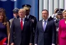 El presidente Trump recibido en Polonia con honores militares