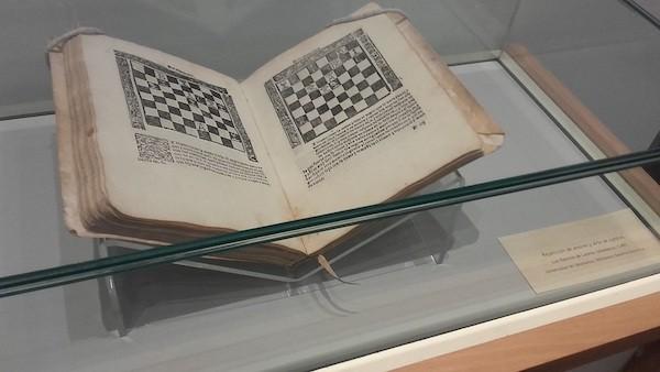 Incunable 'Repetición de amores y Arte de ajedrez' de Luis Ramírez de Lucena, editado en 1497 y conservado en la Universidad de Salamanca.