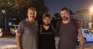 El eurodiputado Miguel Urbán, en el centro, y el diputado Antón Gómez-Reino, derecha, con Alp Altinörs, vicepresidente del HDP, principal partido kurdo y de izquierdas en Turquía