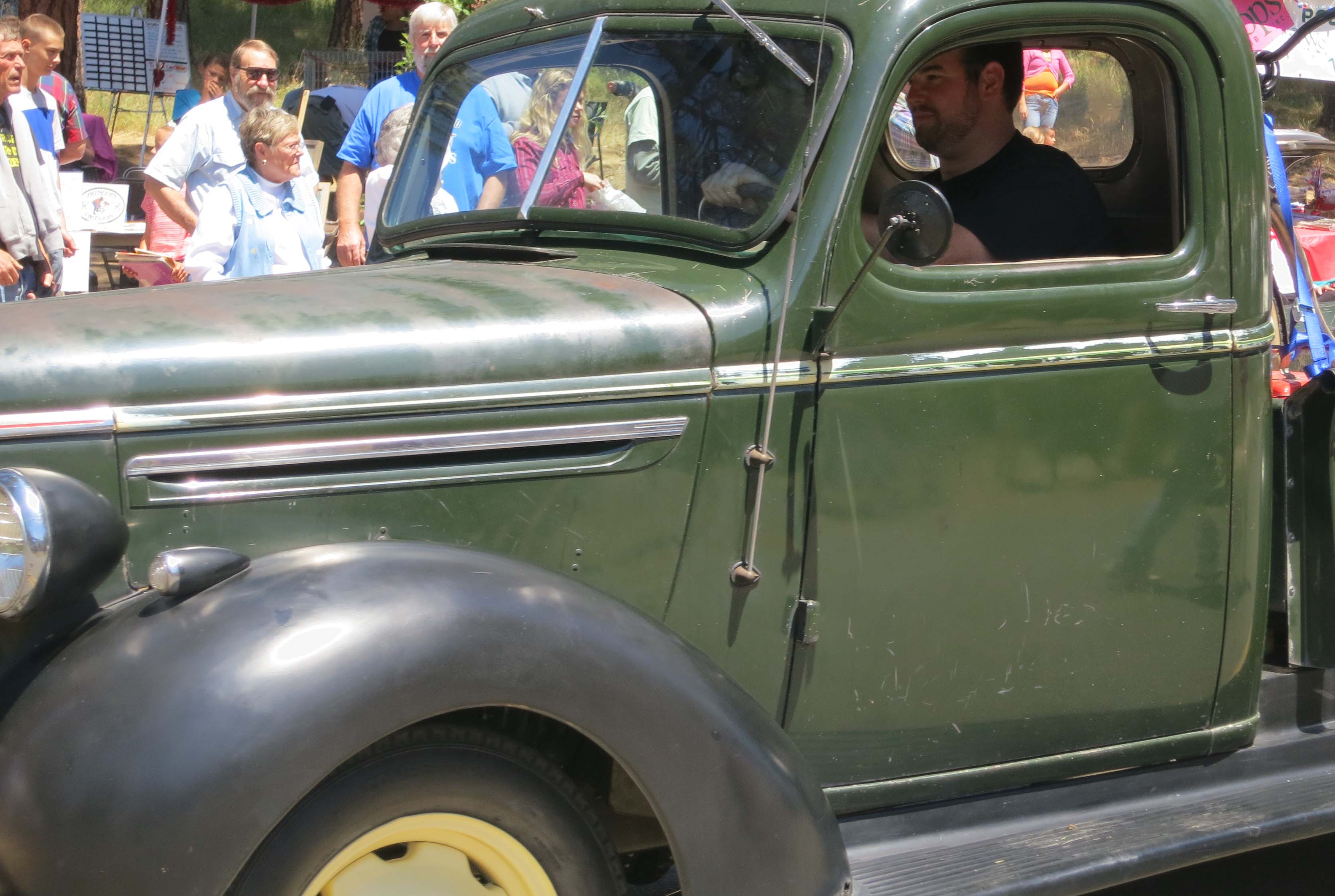 The Parade Featured Old Cars 6 Of Them
