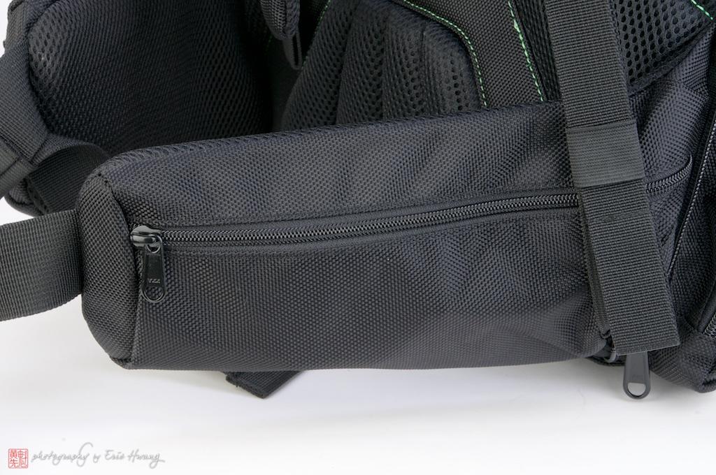 Easily accessible hip belt pockets