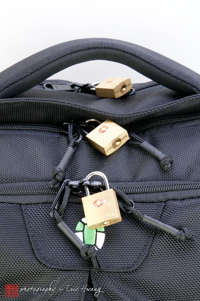 Locking zippers