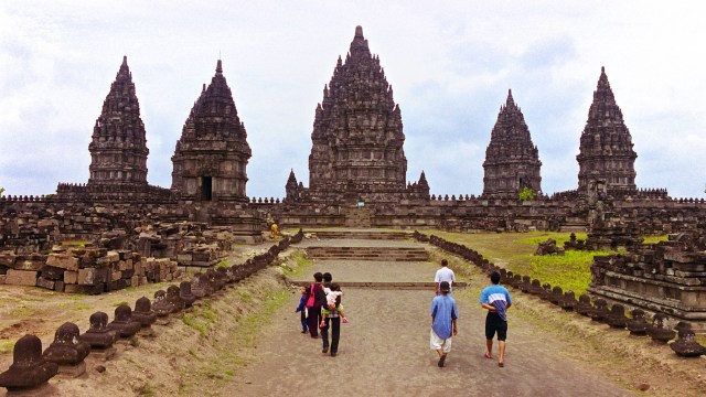 Prambanan in 2000. Dirt paths and no ticket office or manicured grounds. Quite the contrast to the 2016 photo featured on this post.