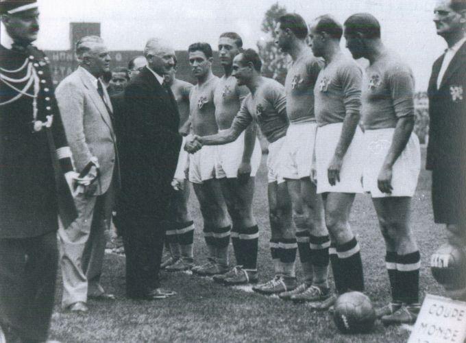 1938-fifa-world-cup-final-match-italy-hungary-france-allen-football-soccer-ball-2-1384735593