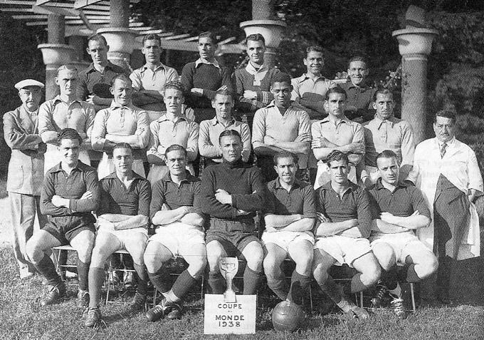 1938-fifa-world-cup-final-match-italy-hungary-france-allen-football-soccer-ball-france-1384738457