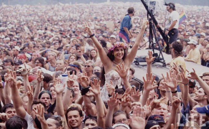 crazy-things-woodstock-festival-photography-20