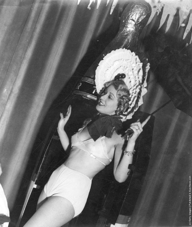 cabaret-dancers-26