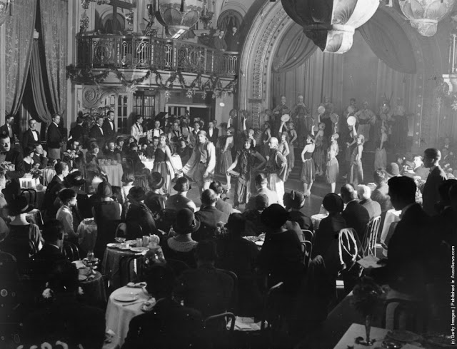 cabaret-dancers-8