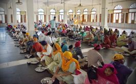 amritsar-golden-temple-free-kitchen