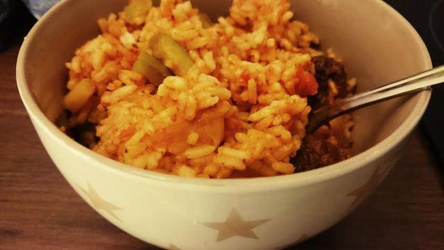 Wieder zu Hause ist die Perle ziemlich direkt ins Bett gegangen und für die Mama gab es danach noch ein bißchen Reste-Paprika-Reis.