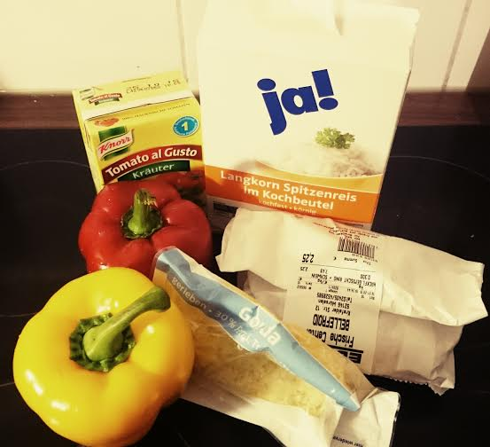 Und jetzt wird noch Abendessen gekocht...Paprika Reis mit Fleisch. Lecker.