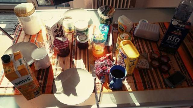 Der Tag begann mit einem leckeren Frühstück in der Sonne.